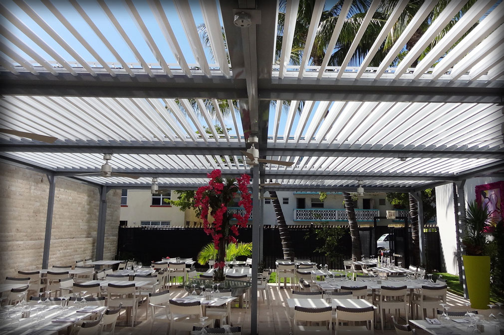 Motorized aluminum pergola louver closing roof - Pergola alu toile retractable ...
